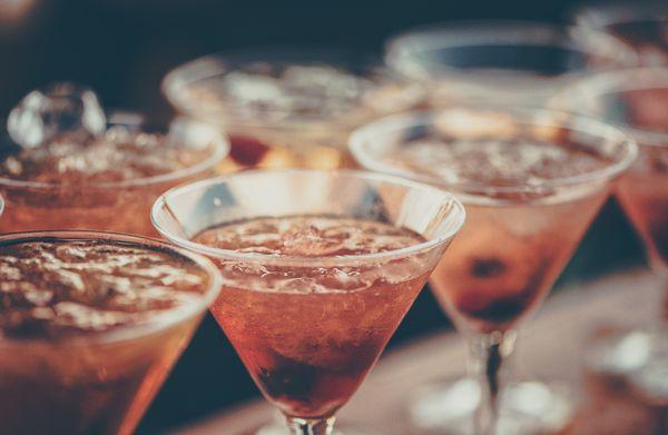 alcoholic-beverages-bar-beverage-613037.jpg