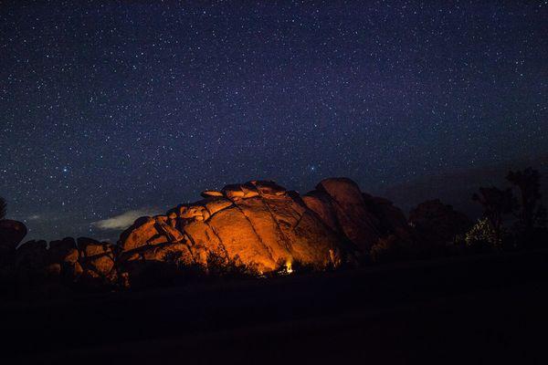 campfire-camping-dark-93858.jpg