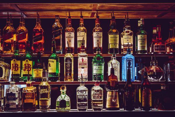 地下酒吧的出現 改變了女性的飲酒習慣