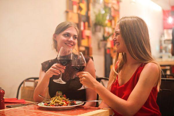 第一位把酒裝瓶的人是法國人?5間葡萄酒莊改變法國葡萄酒的命運