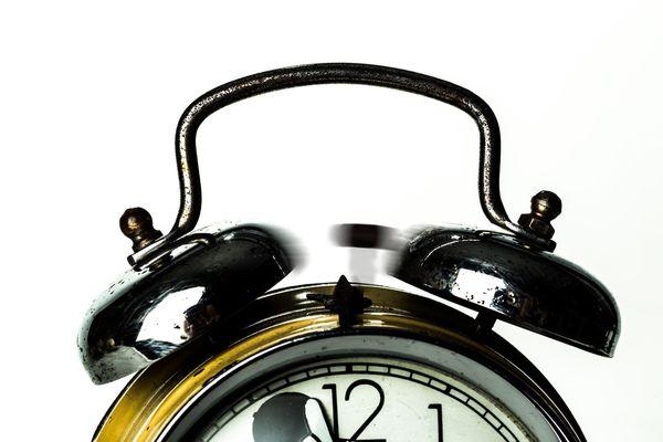 該醒醒了:你預設的覺醒鬧鐘已經響起