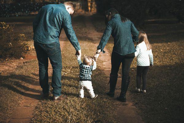 幼年被否定的經歷讓自己接受可以被任意對待